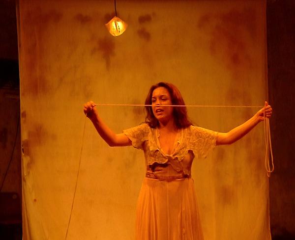 Em cena a atriz Sara Antunes