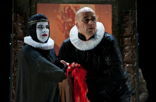 Cláudio Fontana e Marcello Anthony em cena de <i>Macbeth</i>