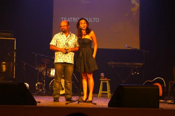 Alegria de  Claudio Lira e Andrêzza Alves, de O Beijo no Asfalto, ao ganhar prêmio de melhor figurino