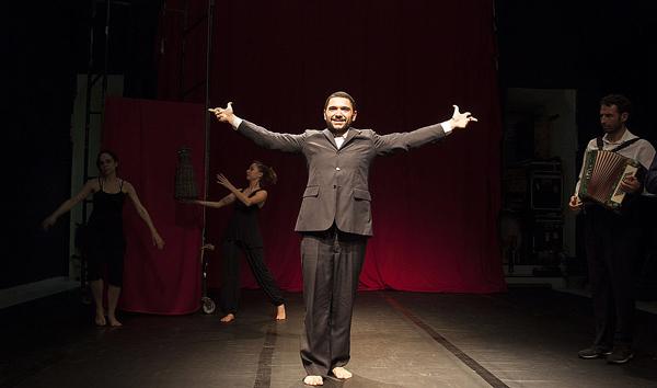Clowns de Shakespeare estreia Hamlet. Foto de ensaio feita por Pablo Pinheiro