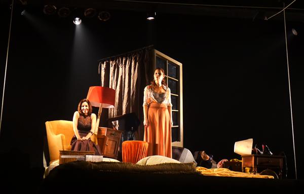 Duas mulheres em preto e branco foi apresentada no Janeiro de Grandes Espetáculos. Foto: Pollyanna Diniz