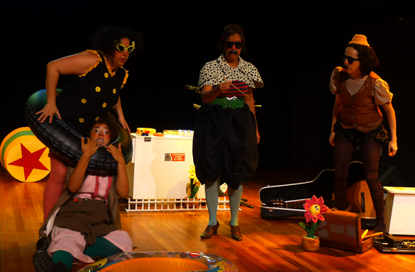 Palhaças-cantoras-divertidíssimas! As Levianinhas em pocket show para crianças. Foto: Pollyanna Diniz
