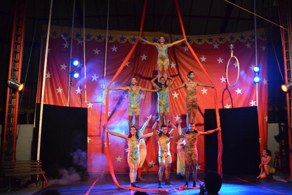 Ilusão - Um ensaio melodramático circense, espetáculo da Escola Pernambucana de Circo. Foto: Paulo Estevan