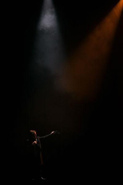 """Duvivier conquistou o troféu de """"ator em papel protagonista"""" do 7º Prêmio APTR de Teatro, promovido pela Associação dos Produtores de Teatro do Rio de Janeiro"""