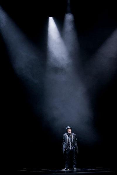 Luz do espetáculo funciona quase como personagem
