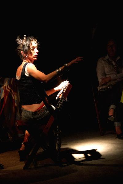 Atriz Naomi Silman interpreta uma viciada