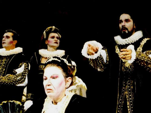Encenação de 'Senhora dos Afogados', de 1993, dirigida por Antonio Cadengue. Acervo pessoal