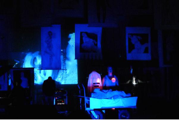 Espetáculo da Companhia Munguzá de Teatro