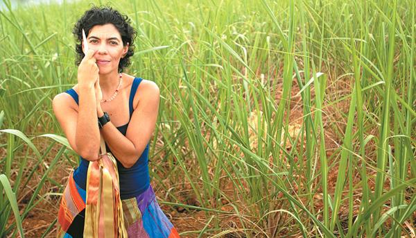Grupo Grial estreia Terra. Na imagem, Maria Paula Costa Rêgo, bailarina e diretora. Foto: Léo Caldas/Divulgação