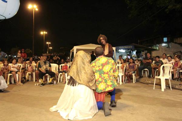 Na apresentação em Muribeca, sentado, de meias amarelas. Foto: Aldeia Yapoatã