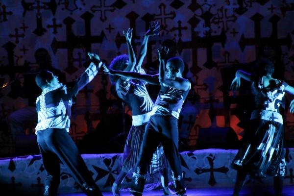Grupo Arraial em ação, com coreografias de Maria Paula Costa Rêgo