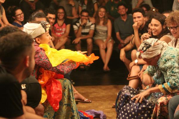 Interior, emocionante espetáculo do grupo Bagaceira de Teatro. Fotos:  Carol Veras