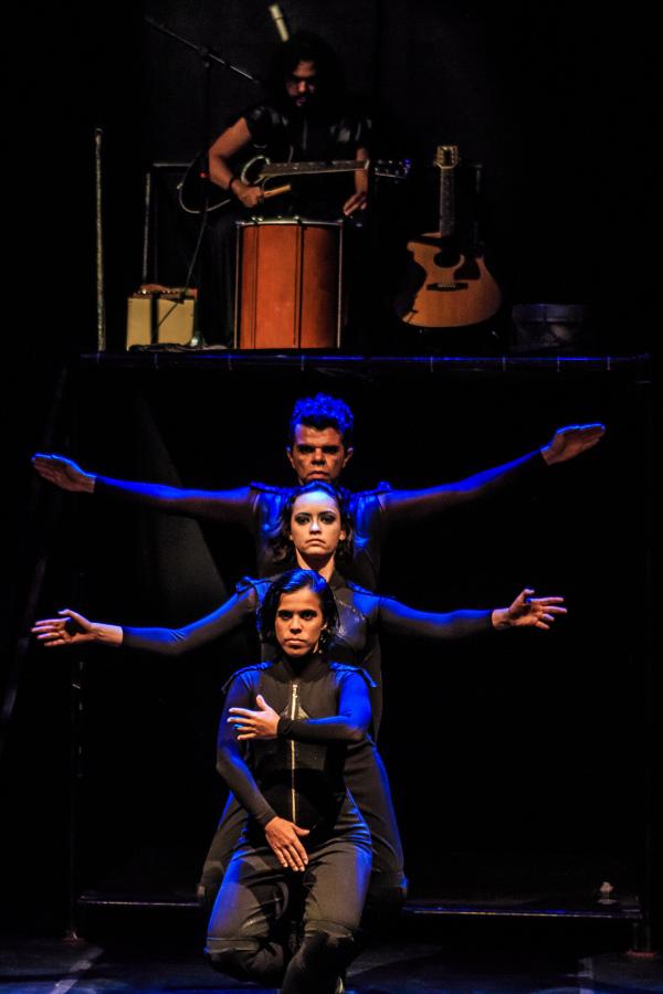 Três facetas de Orlando com elenco do Ceará