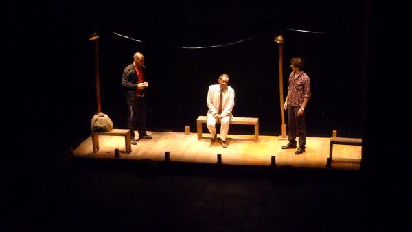 Jogo cênico fascinante de três bons atores . Foto: Ivana Moura