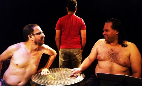 Breno Fittipaldi, Lucas Notaro e Wellington Júnior em Túlio Carella e o Teatro do Insólito.  Foto: Divulgação