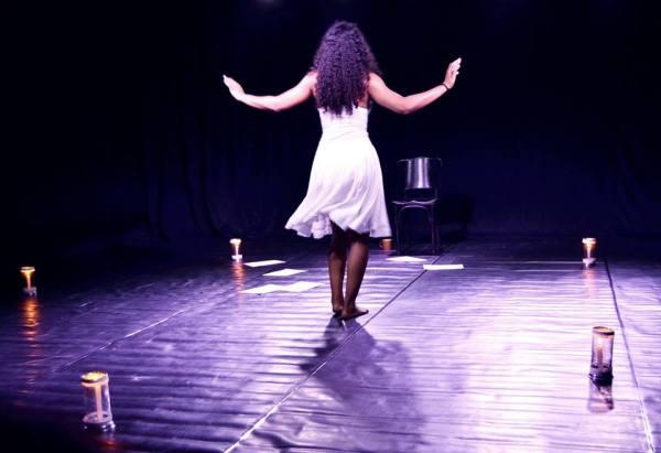 A peça é sobre ser negro e pobre, ter de se virar e  manter a altivez