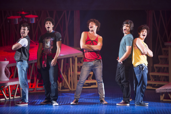A formação da banda Barão Vermelho tem destaque na peça