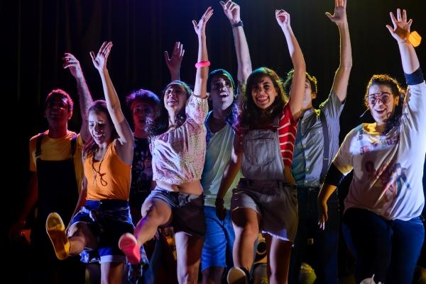 Musical ambientado nos anos 1990 narra o percurso de oito amigos unidos por uma paixão: a música. Foto:  Fernanda Acioly