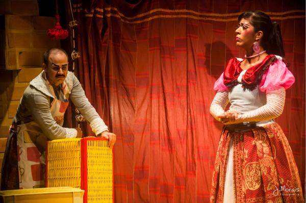 Tatto Medinni e Iara Campos estão no elenco da versão teatral de A emparedada