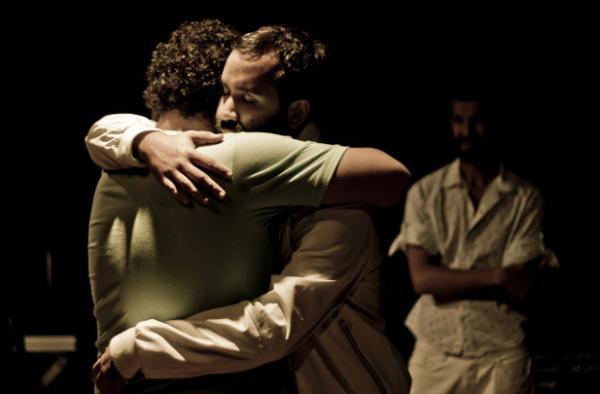 Vilela abraça Giordano, com Erivaldo ao fundo, em Aquilo que meu olhar guardou para você