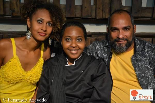 As atrizes  Agrinez Melo, Naná Sodré e o diretor Samuel Santos, do Grupo O Poste Soluções Luminosas