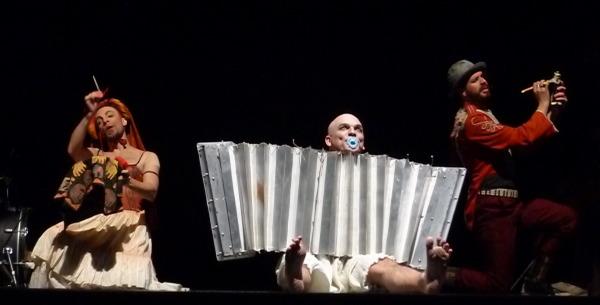 Adrén Alves, Ricca Barros e Renato Luciano, no musical que celebra o Rei do Baião. Fotos: Ivana Moura