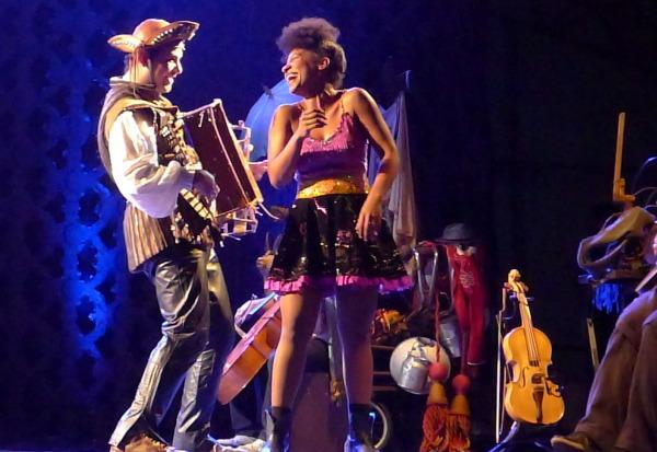 Marcelo Mimoso e Larissa Luz como Gonzagão e Branca