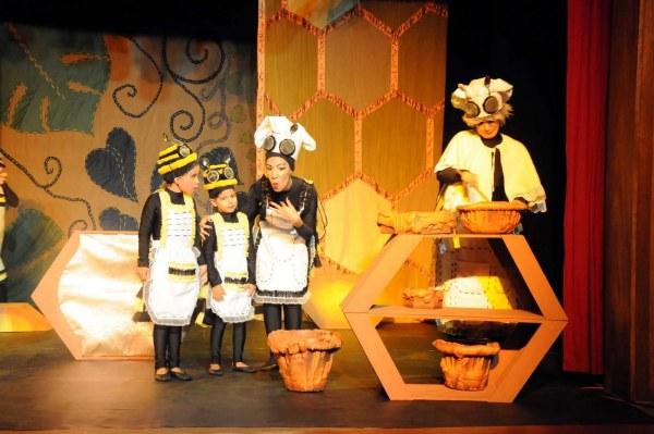 História da abelhar-rainha, com texto do jornalista Cícero Belmar e direção de Ruy Aguiar