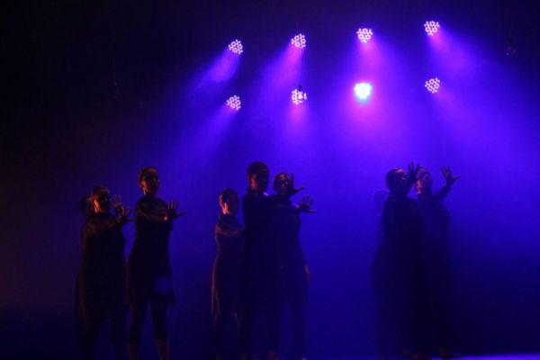 Espetáculo de dança Espectro. Foto:  Matheus Wanderley / Divulgação