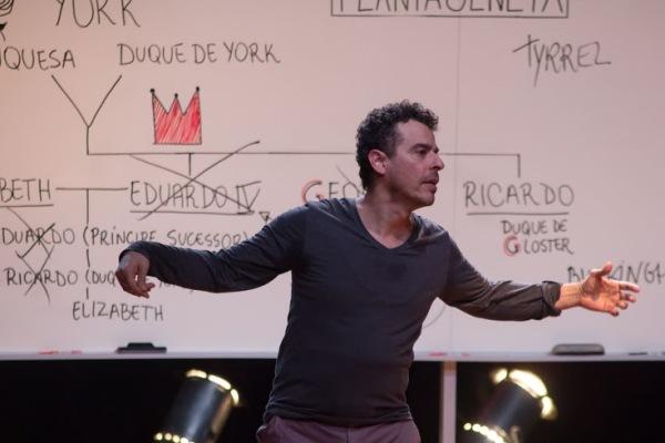 Gustavo Gasparani interpreta Ricardo III e mais de 20 personagens. Fotos: Rômulo Juracy