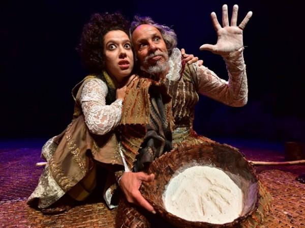 Filha, Olga Ferrario e pai, Cláudio Ferrario, atuam juntos em espetáculo. Foto: Divulgação