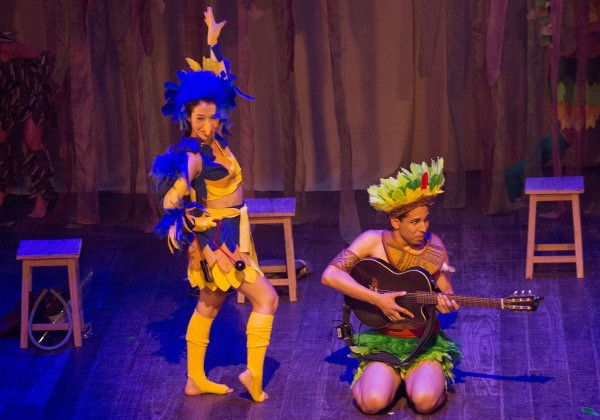 Atores Geysa Barlavento e Luiz Veloso em Como a lua. Foto: Laryssa Moura