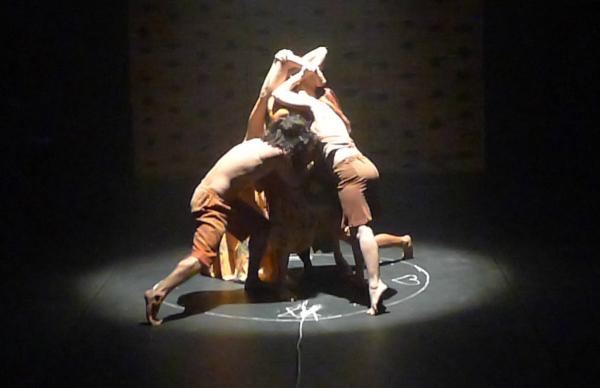 Espetáculo Dorival Obá, da companhia Vias da Dança. Foto Ivana Mour