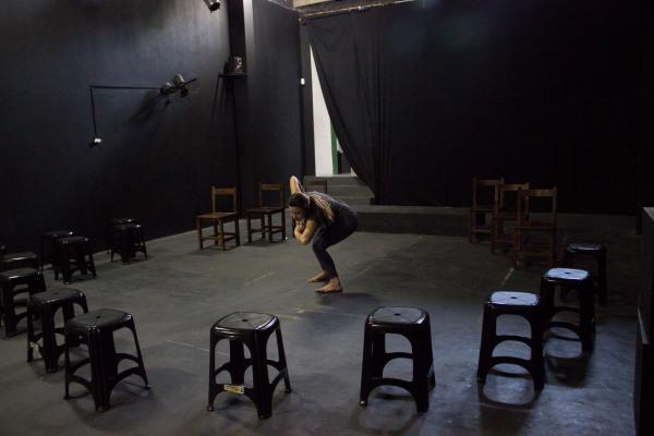 Performance faz parte do projeto Dramaturgia Clássica, da Cia Fiandeiros de Teatro