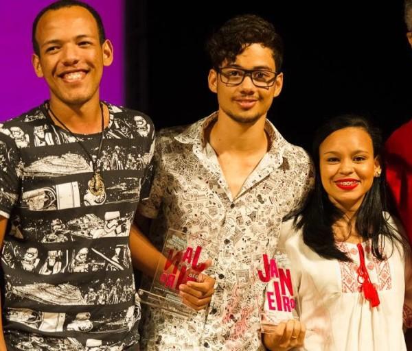 Fraturas levou o prêmio de melhor espetáculo, melhor coreografia (Maurício de Oliveira), bailarino revelação (Wagner Damasceno) e figurino (Maurício de Oliveira).