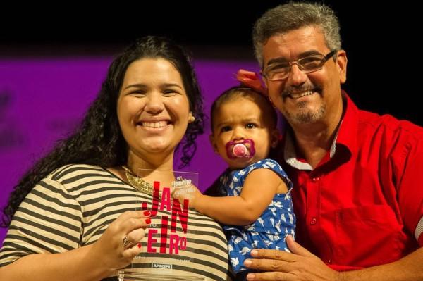 com sua filhinha e o mestre de cerimônias André Filho. Foto: JGE