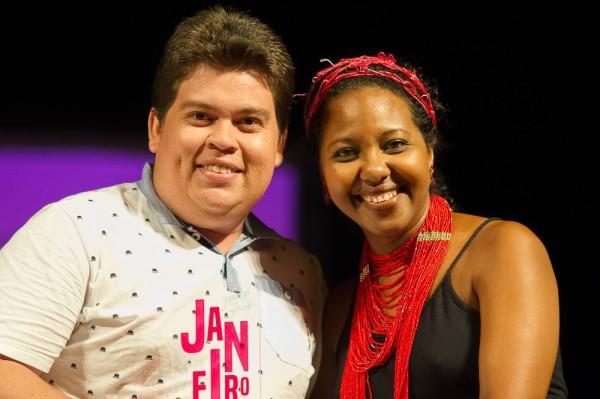 com a apresentadora da noite, a atriz Naná Sodré. Foto: JGE