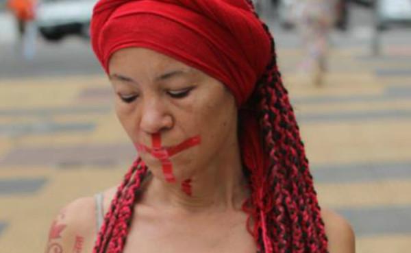 Nina Caetano denuncia omissão da violência contra a mulher. Foto: Frederico Chigança e equipe