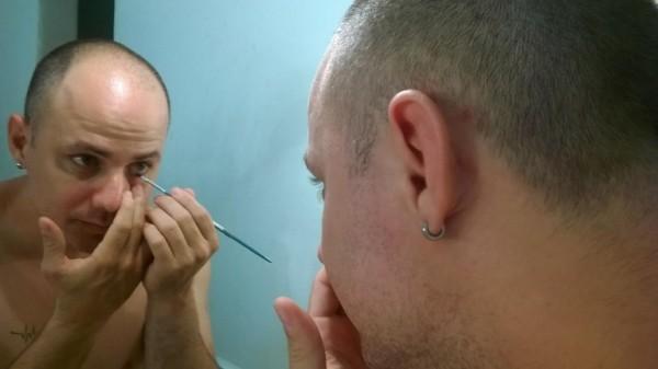 Tatto Medinni interpreta um travesti no espetáculo Jr. Foto: Divulgação