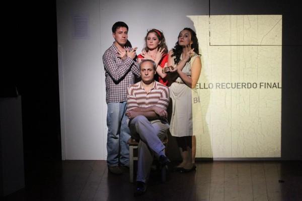 Espetáculo resgata história de família do autor e diretor. Foto: Divulgação TUSP