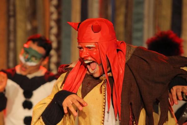 Em Angelicus Prostituto, Douglas Duan interpreta o Demônio. Foto: André Nery