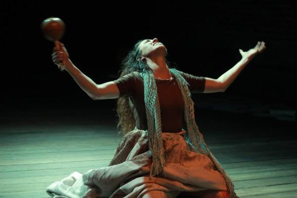 Hilda Torres no espetáculo Soledad. Foto: Flávia Gomes