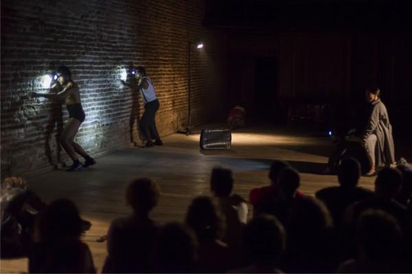 Espetáculo Tres Mulheres e um Bordado de Sol. Foto: Rogério Alves / Sobrado423