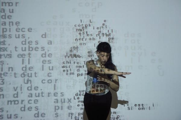 58 Indícios sobre o corpo é inspirado no pensamento do filósofo francês Jean Luc Nancy. Foto: Leandro Olivan
