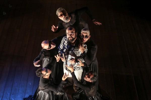 Depois de cinco anos sem estrear espetáculo, retorna aos palcos com Ossos, de Marcelino Freire. Joanna Sultanum