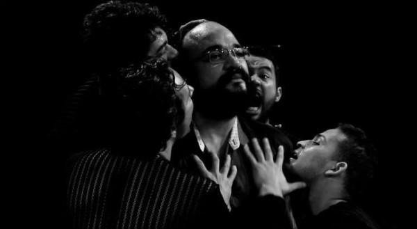 Ossos, com o Coletivo Angu de Teatro, está em cartaz no Teatro Apolo
