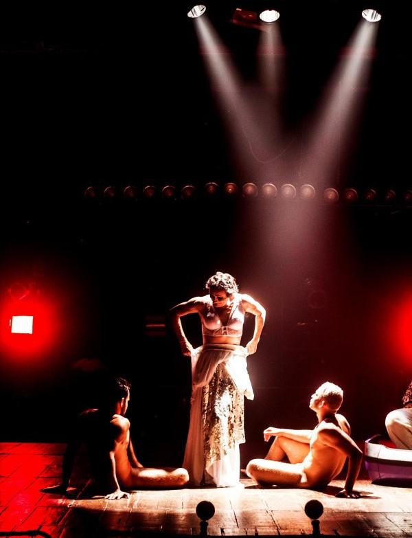 Marcondes Lima, o diretor, interpreta Estrela no espetáculo. Foto: Divulgação