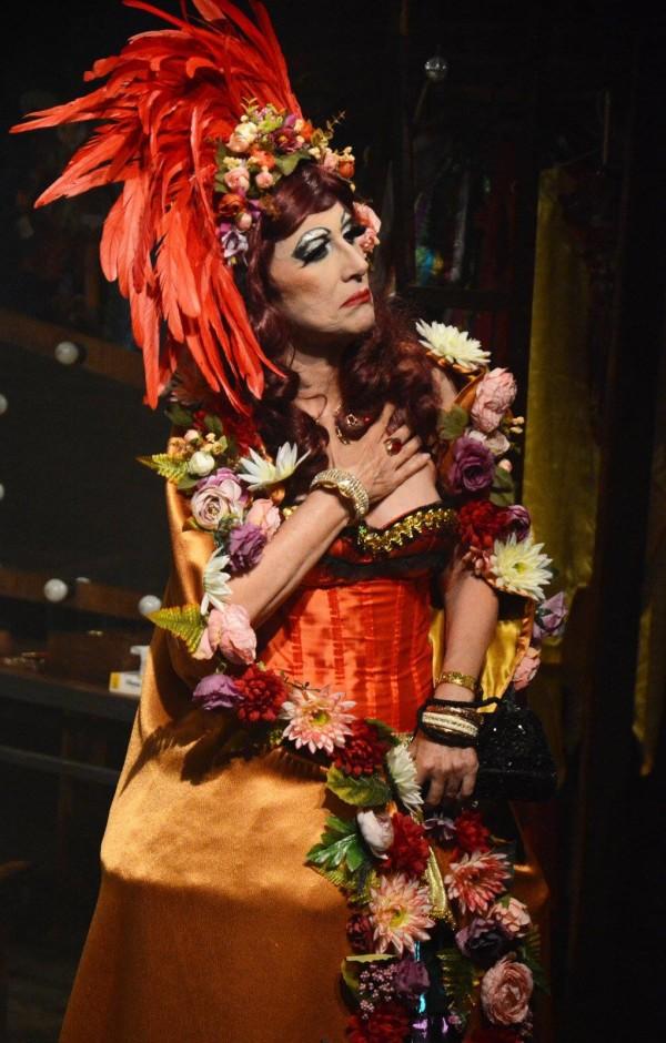 Stella Maris Saldanha no espetáculo Puro lixo. Foto: Ana