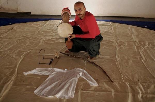 O ator Marcio Feche em seu primeiro monólogo. Foto: Caio Tiburtino