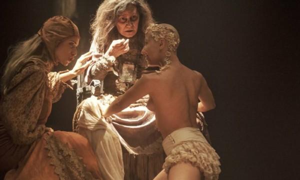 Encenação compõe uma mistura de sonho, pesadelo, desatino e destino irremediável . Foto: